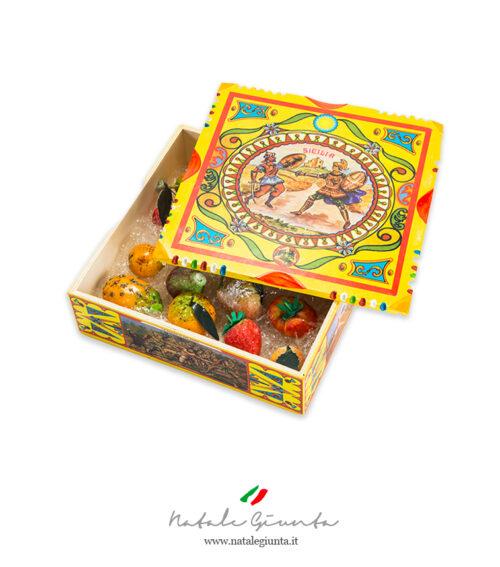 Frutta martorana con scatola siciliana